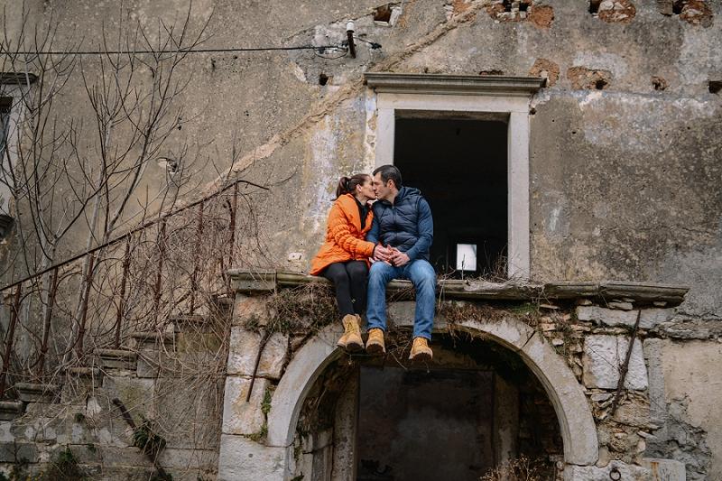 engagment_photoshooting_couple_love_inlove_dubrova_labin_wedding_photography_istria_wedding_photographer_zaruke_zarucnicko_fotografiranje_istra_vjencanja_1002.jpg